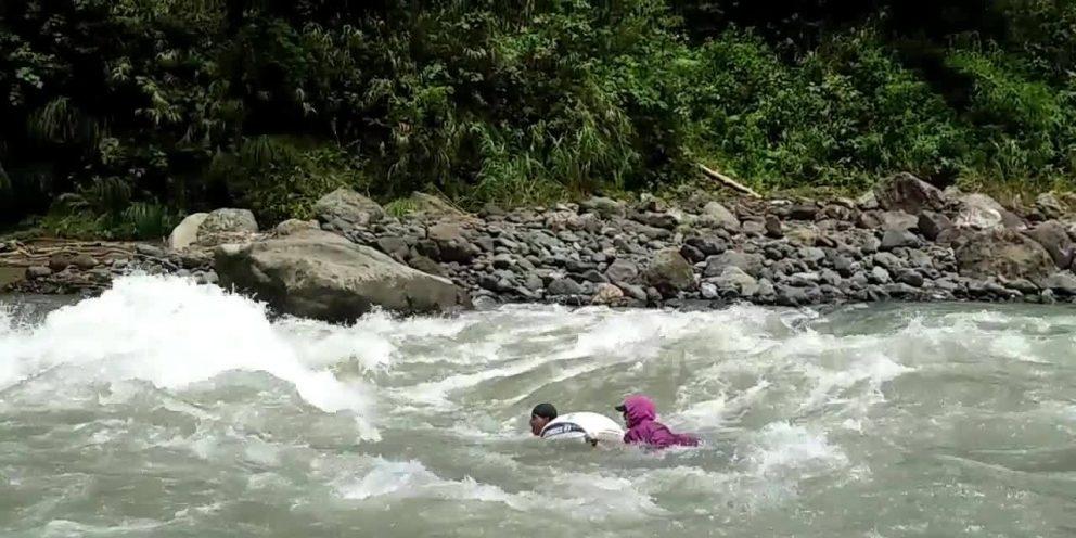 Nằm mơ thấy nước lũ chảy xiết/nước chảy thành sông là điềm gì ?