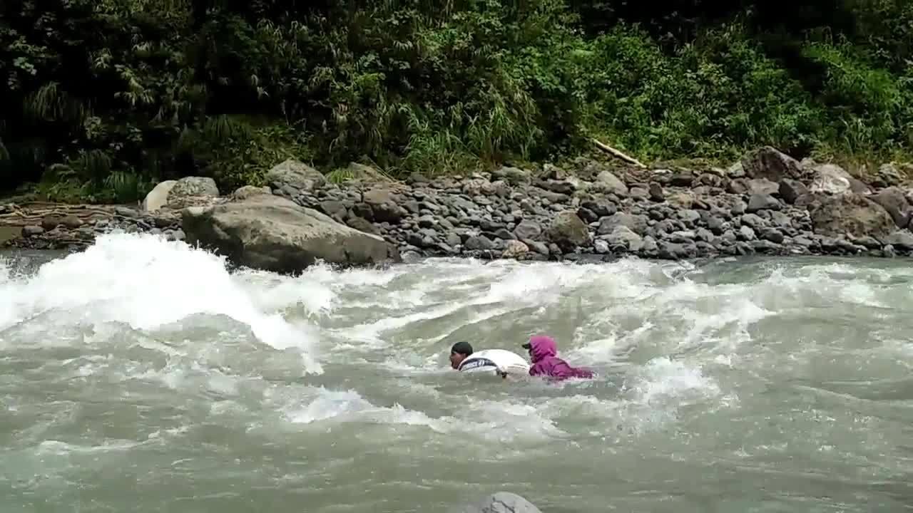 Nằm mơ thấy nước lũ chảy xiết nước chảy thành sông là điềm gì